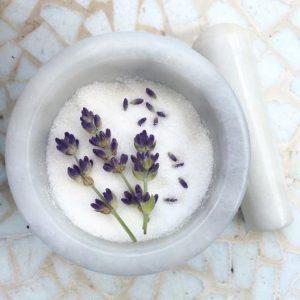 Zuckertopf mit Lavendelblüten