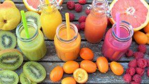 Smoothies und Früchte